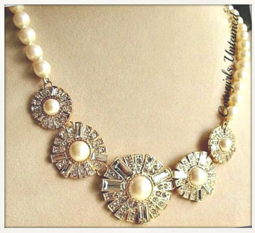 GOING GLAM NECKLACE Faux Pearl & Flower Rhinestone Bib Necklace