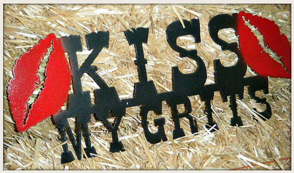 "LAVONNE & VIOLET DECOR Large Black ""Kiss My Grits"" with Red Lips Metal Country Sign Kitchen Home Decor"
