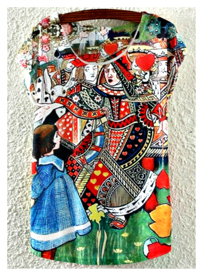 QUEEN of HEARTS TEE Multi Color Alice in Wonderland Heart Card Cap Sleeve White T-Shirt