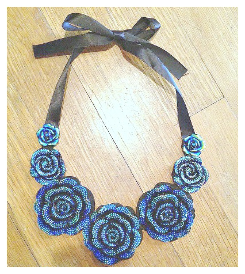 GOING GLAM NECKLACE Blue Rose Black Ribbon Choker Bib Necklace
