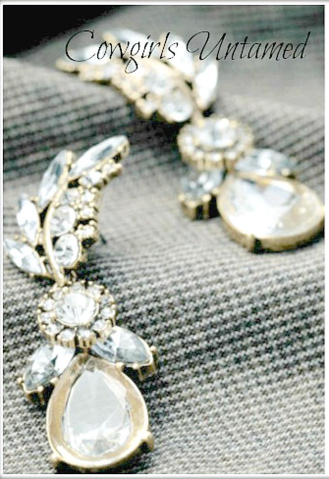 VINTAGE APPEAL EARRINGS Clear Rhinestone Leaf Water Drop Earrings