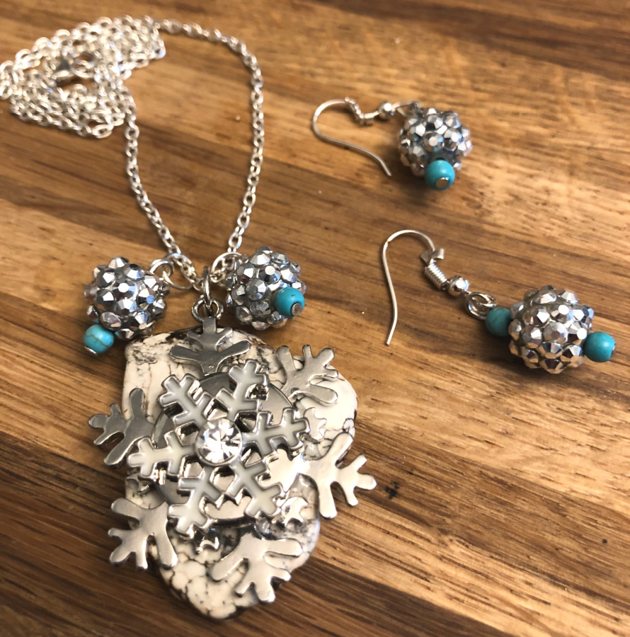 SNOWFLAKE NECKLACE SET Handmade Silver White Snowflake Turquoise Pendant Crystal Charms 925SS Necklace Earrings Set